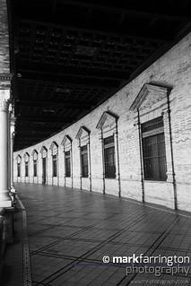 Plaza de España: Colonnades
