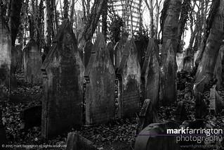 5 Pointy Gravestones